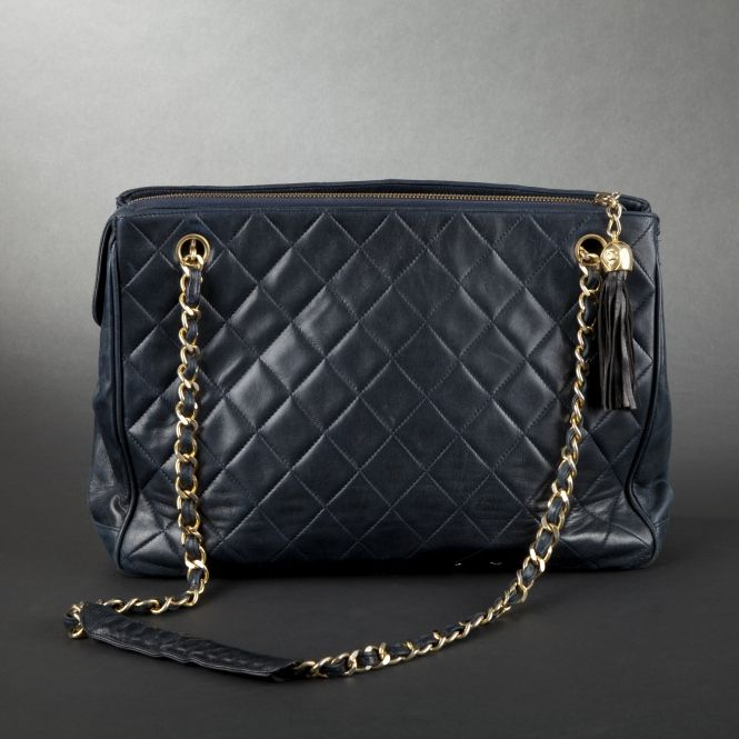 CHANEL. Navy blue quilted cabas handbag