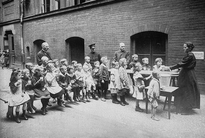 Children in berlin are fed by members of the salvation for Austrian cuisine history