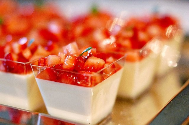 Vanilla Bean Panna Cotta With Strawberry Rhubarb Compote Recipes ...