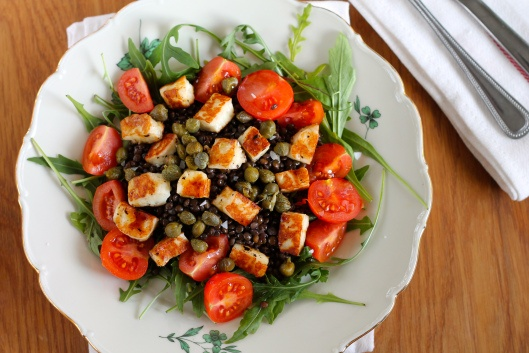 beluga lentil salad with halloumi croutons // the muffin myth