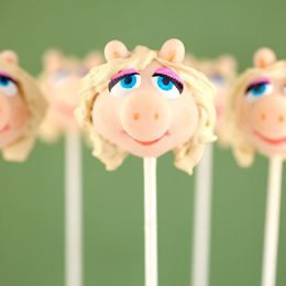 Miss Piggy Cake Pop