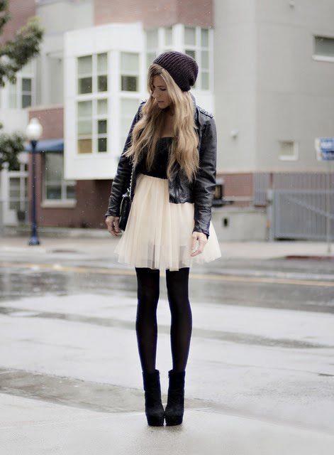 Super cute outfit, im yet to buy one of those hats.