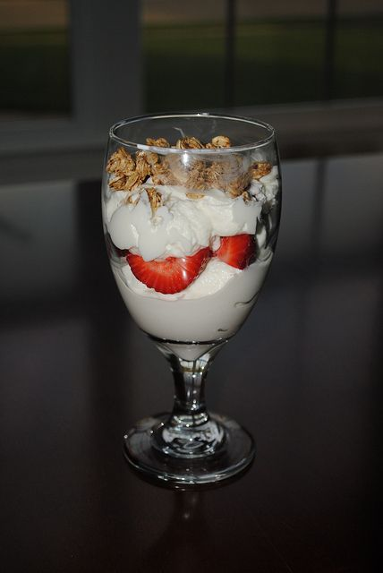 strawberry granola parfait