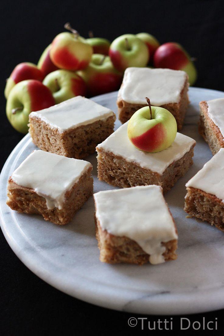 Fresh Apple Cake with Caramel Glaze | tutti-dolci.com #cake #dessert