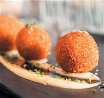 Lemon and thyme risotto balls with truffle mayonnaise