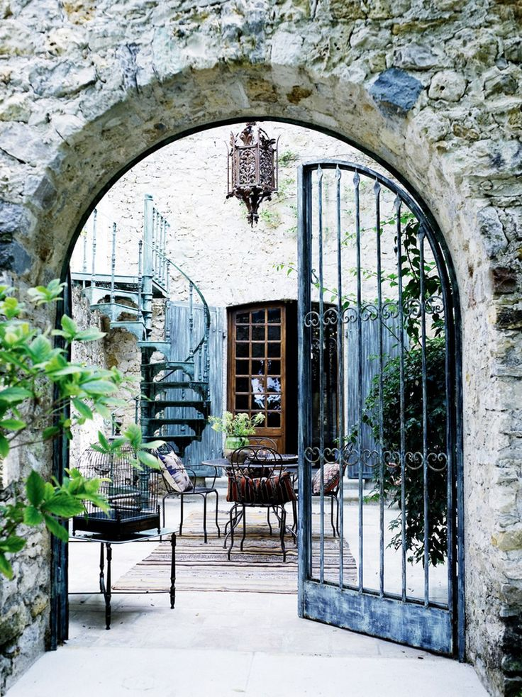 French courtyard Portes Dentree Pinterest