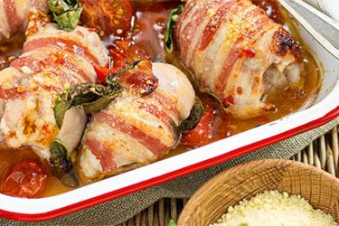 Baked chicken with tomatoes and bacon