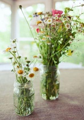 Wildflowers in jam jars (stylemepretty)