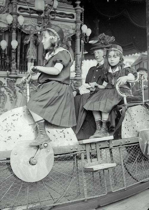 indypendent-thinking: Paris, Luna Park, 1910