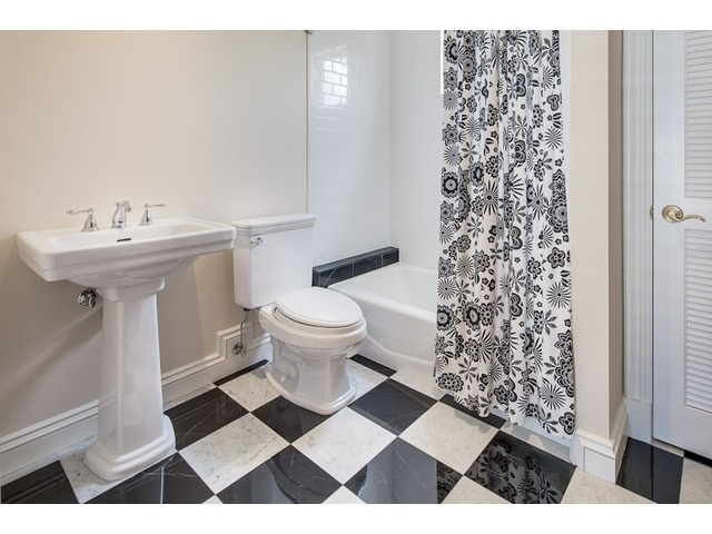 Black And White Checkered Floor In Bathroom : Black and white bathroom checkerboard floor moorings