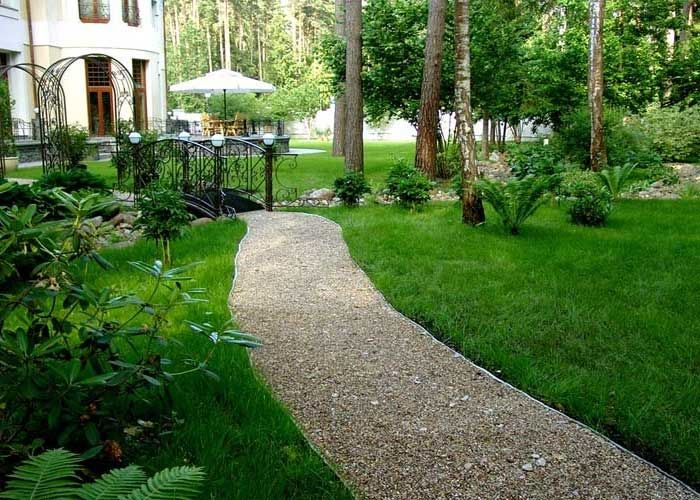 Gravel walkway house of dreams pinterest - How to make a garden path with gravel ...