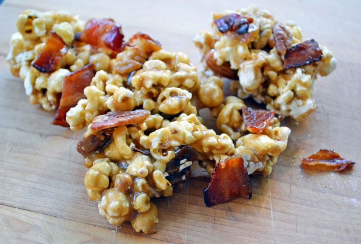 Halloween Party Food: Maple Bacon Caramel Corn