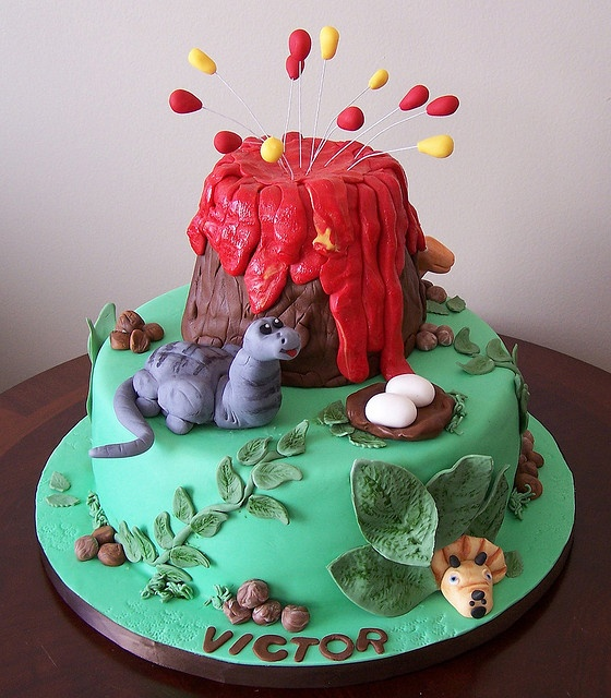 Dinosaur cake by cakespace - Beth (Chantilly Cake Designs), via Flickr