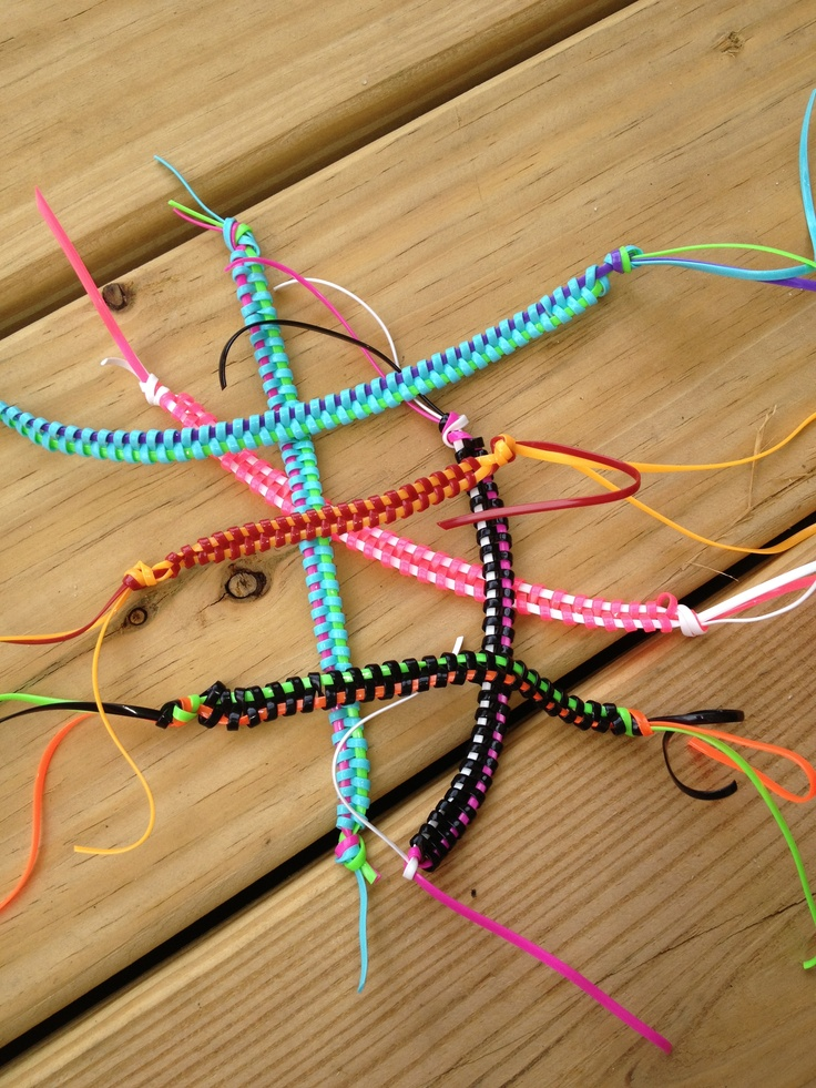 Zipper stitch bracelet with craft lace easy to make and fun too