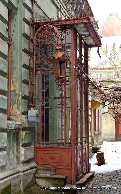 Glazed ironwork entrance, Little Paris style house dating from the 1890s 31df26b02ab9a28b37a8eeec2e6846b5