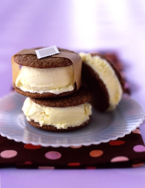 Ginger ice cream sandwiches in a snap