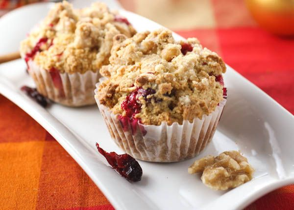 Eggnog Cranberry Muffins with Streusel Topping | citronlimette