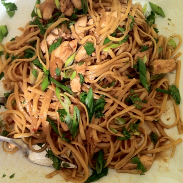 Chicken lo mein | Sammies, Sides, Soups and Tips | Pinterest