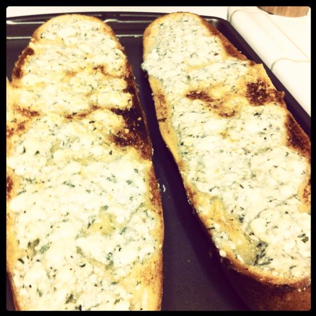Gorgonzola garlic cheese bread, the hubby's favorite! It's sooo, so ...