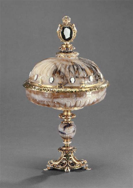Coupe couverte en agate, entrée dans la collection de Louis XIV entre 1681 et 1684 – monture: Paris, vers 1570 - Paris, Musée du Louvre