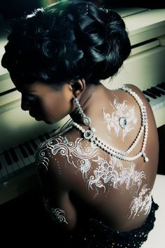 The black skin tattoo world dark skin with white henna tat for White tattoo on black skin