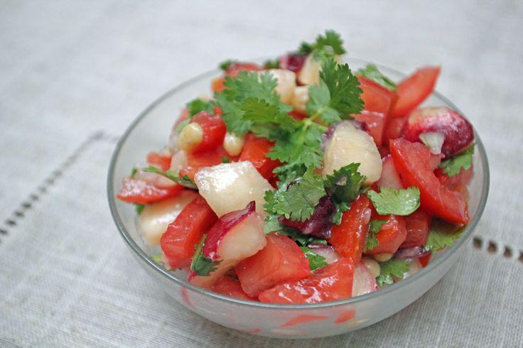 White Nectarine & tomato Salad So fresh & original! http://www.foodme...