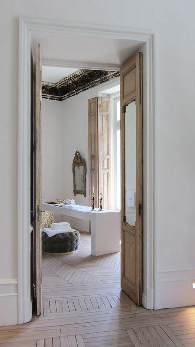Greige: Rustic glam bath