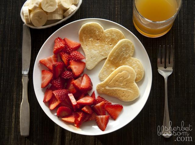 Squeeze bottle pancakes | La Cocina | Pinterest