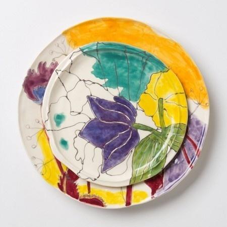 vajilla estampado en colores turquesa, amarillo y violeta