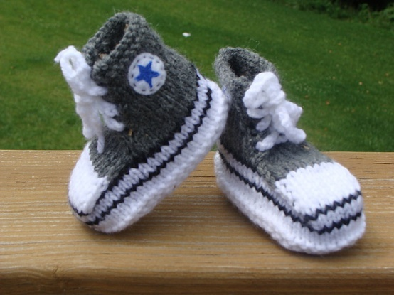 Crochet Baby Booties High Top Converse Style Pattern : Converse baby booties! Free pattern. Yarn Projects ...