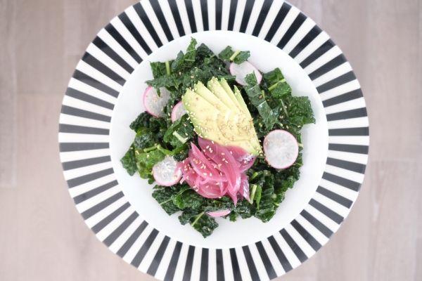 Sesame Citrus Kale Detox Salad Recipe // howyouglow.com #recipe
