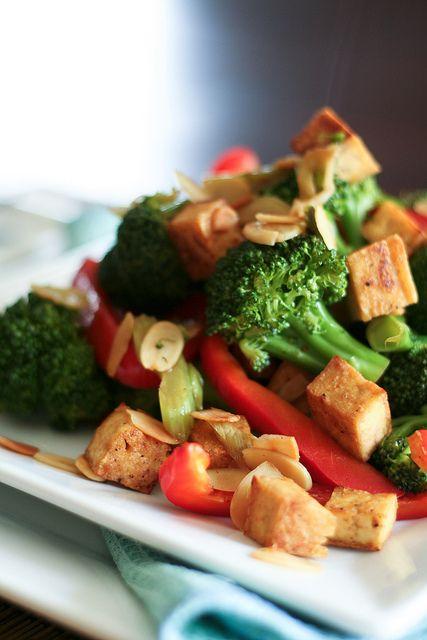 Broccoli, Tofu and Almond Stirfry