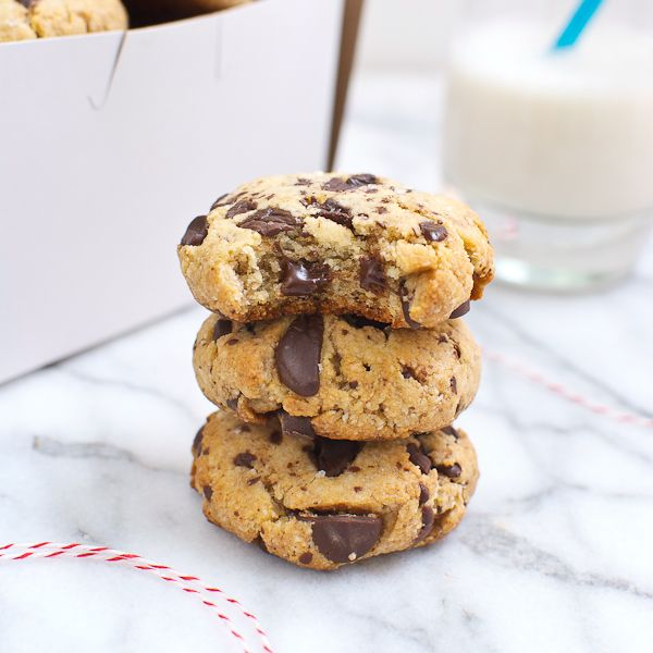Paleo cookies: Thick & Chewy Chocolate Chip Cookies - omg!