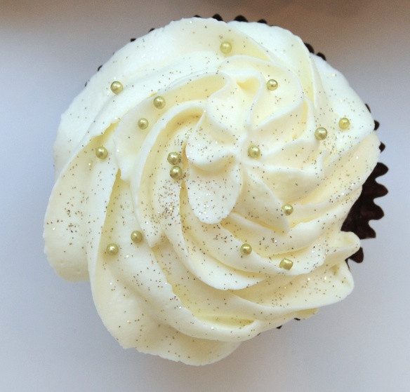 mascarpone frosting cupcake! | Double D! *Decadent Dessert* | Pintere ...