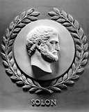 07 - SOLÓN - 639 – 560 (a.C) - El Sabio Gastrósofo de Atenas - Solón, el hijo predilecto del noble Execestides, nace en Atenas y es miembro de una de las más distinguidas familias griegas, la de los Medóntidas. Solón, inteligente y perspicaz llegó a ser un famoso legislador, también fue un gran cultor de la lírica, especialmente de las elegías.  En su juventud se dedicó al comercio, actividad que le demandó frecuentes viajes. Resaltamos su periplo por Egipto, Chipre y Lidia.