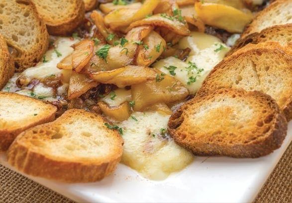Baked Honeycrisp Apple Brie | Recipes | Pinterest