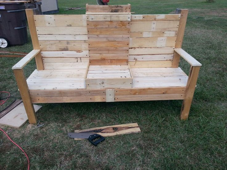 Bench out of old pallets things that i made pinterest for Things to make out of old pallets