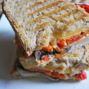 ... Pepper, Portobello, and Smoked Gouda Grilled Cheese - www.yumsugar.com