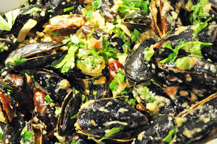 Steamed Mussels with Saffron and Tomato - Tracy