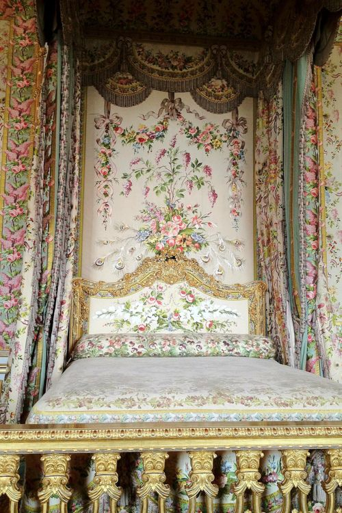 Mary Antionette's bed, Versailles