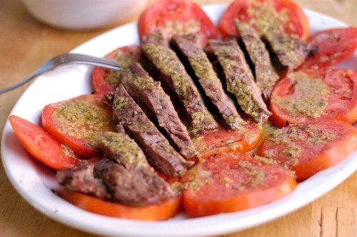 Grilled skirt steak with tomatoes with a spiced vinaigrette
