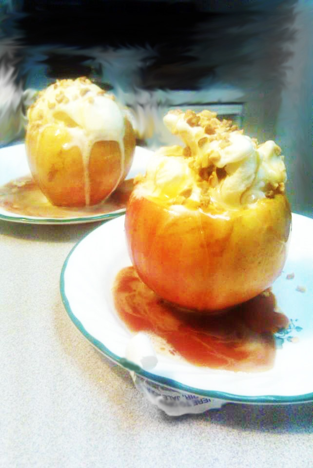 Baked Cinnamon Caramel Apple Sundae | Food | Pinterest