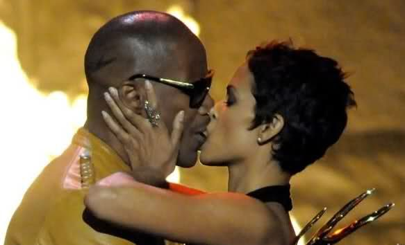 Halle Berry & Jamie Foxx: Kissing Commotion | Halle Berry, Jamie Foxx ...