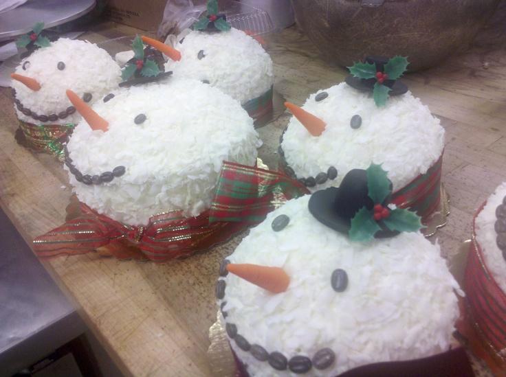 Snowmen coconut cakes | ♥ Holidays ♥ | Pinterest