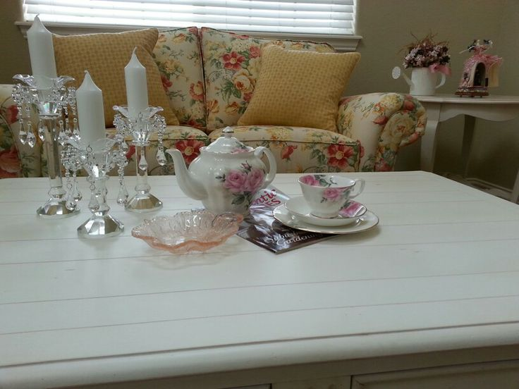 Shabby chic coffee table decor pinterest for Decoration table shabby chic