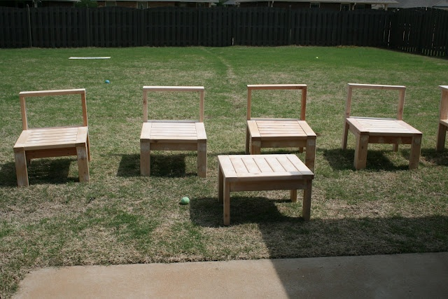 Do it yourself patio furniture diy furniture pinterest for Do it yourself couch