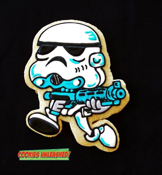 Stormtrooper cookie made by cookies unleashed star wars cookies pinterest - Stormtrooper cookie jar ...
