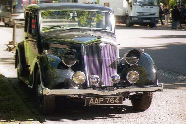 Google Image Result for http://www.freefoto.com/images/21/08/21_08_18---1940-s-Wartime-Wolseley_web.jpg