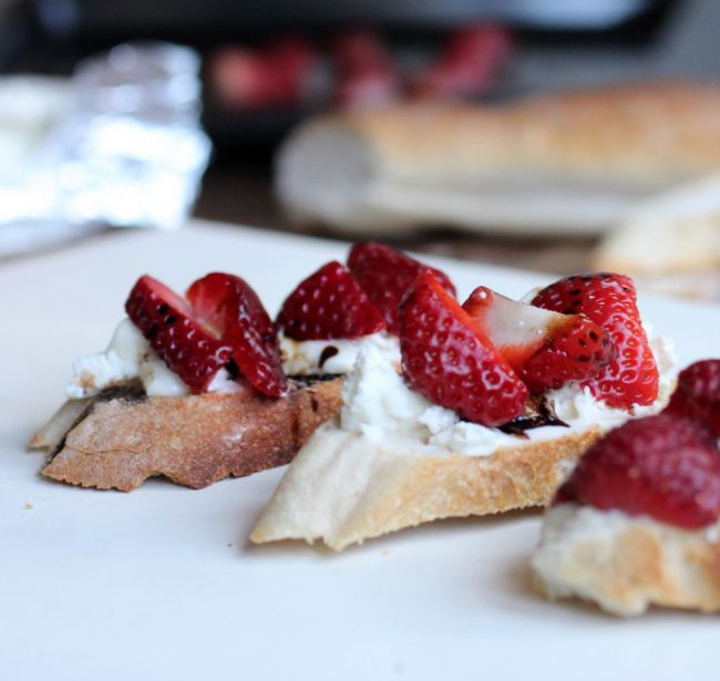 Strawberry Goat Cheese Tartine | Oh how I love food! | Pinterest