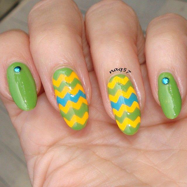 zig zag nail art design